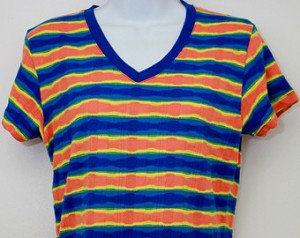 "It kind of looked like this. Unfortunately, you still can't google ""Gap shirt I had in 1994"" in get good results."